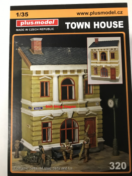 Town House 1:35 Plus Model 320